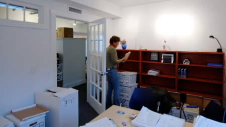 Margaret Murphy moving in, 24 Pearl Street, Provincetown (2010), by David W. Dunlap.