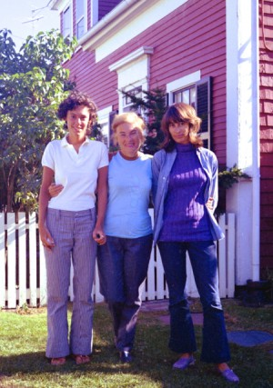 Mira, Resia, and Naomi Schor, courtesy of Mira Schor (1970).