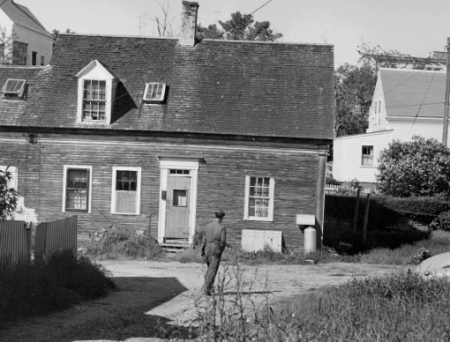 15 Franklin Street, Provincetown (ND), by Ross Moffett. Courtesy of the Provincetown History Preservation Project (Moffett Collection).