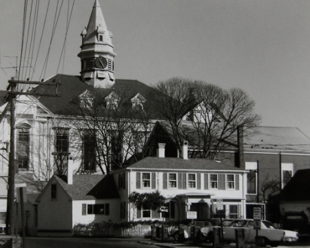 7 Gosnold Street, Provincetown (1976), by Josephine Del Deo. Massachusetts Historical Commission Inventory, 1973-1977: Provincetown Town Centre. Courtesy of the Provincetown Public Library.