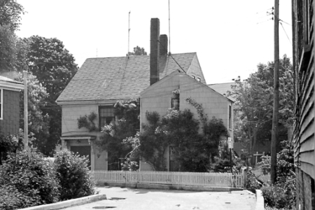 8 Freeman Street, Provincetown (ND), by Ross Moffett. Courtesy of the Provincetown History Preservation Project (Moffett Collection).