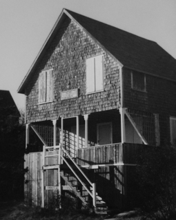 22 Mayflower Avenue, Provincetown (1976), by Josephine Del Deo. Massachusetts Historical Commission Inventory, 1973-1977: Provincetown Mayflower Heights. Courtesy of the Provincetown Public Library.