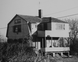 41 Mayflower Avenue, Provincetown (1976), by Josephine Del Deo. Massachusetts Historical Commission Inventory, 1973-1977: Provincetown Mayflower Heights. Courtesy of the Provincetown Public Library.