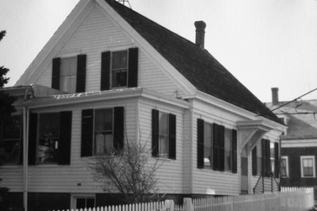 6 Soper Street, Provincetown (1976), by Josephine Del Deo. Massachusetts Historical Commission Inventory, 1973-1977: Provincetown's West End. Courtesy of the Provincetown Public Library.