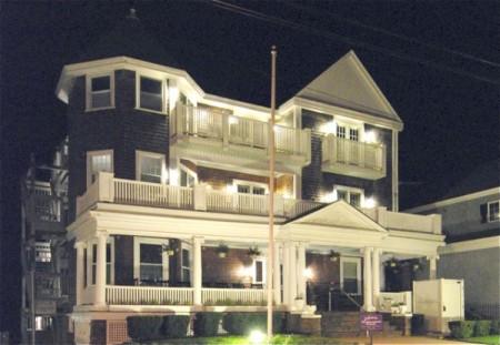 175 Commercial Street, Anchor Inn Beach House, by David W. Dunlap (2008).