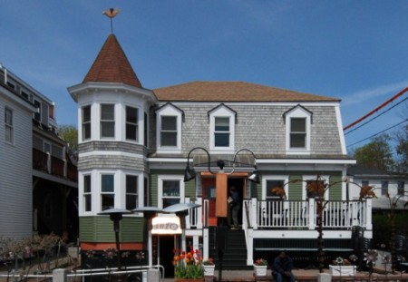 186 Commercial Street, Enzo Guest House, by David W. Dunlap (2008).