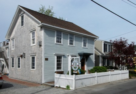 4 Court Street, by David W. Dunlap (2008).